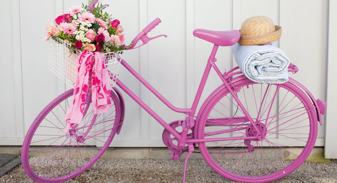 Fahrradrahmen lackieren und Fahrradkorb mit Blumen dekorieren