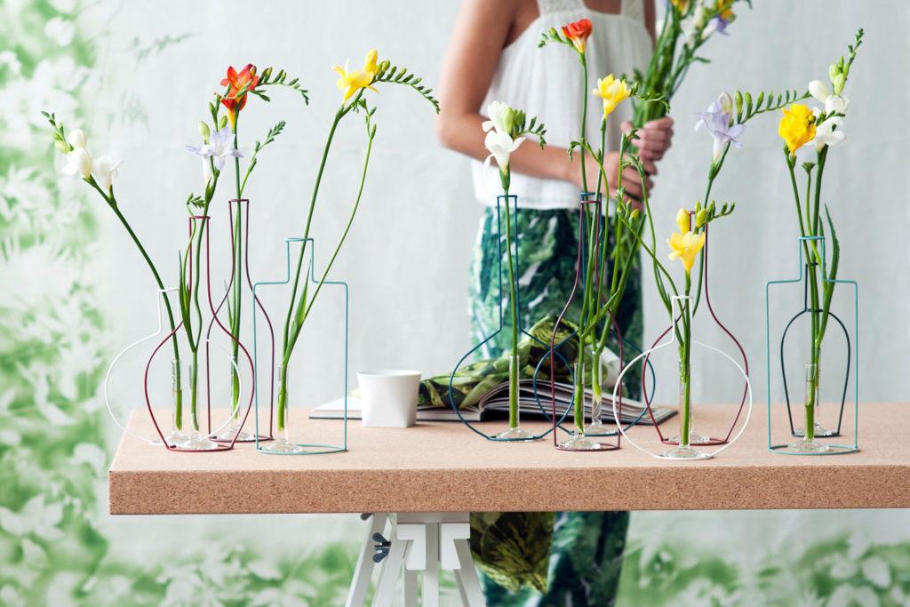 Vasen basteln aus Draht als Blumendeko