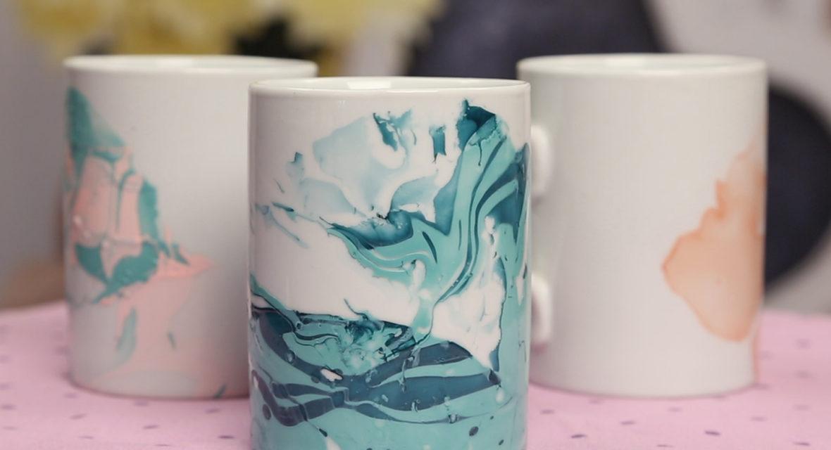 Tassen bemalen mit Nagellack sieht schön aus.
