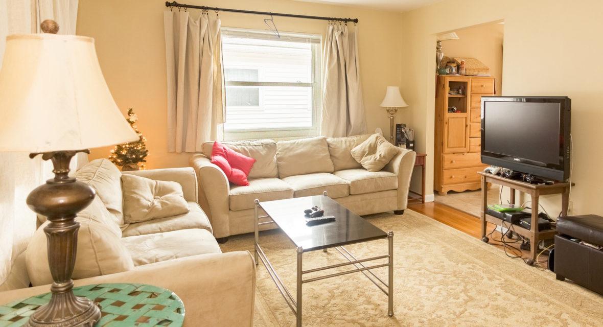 Wohnzimmer in in beige Tönen