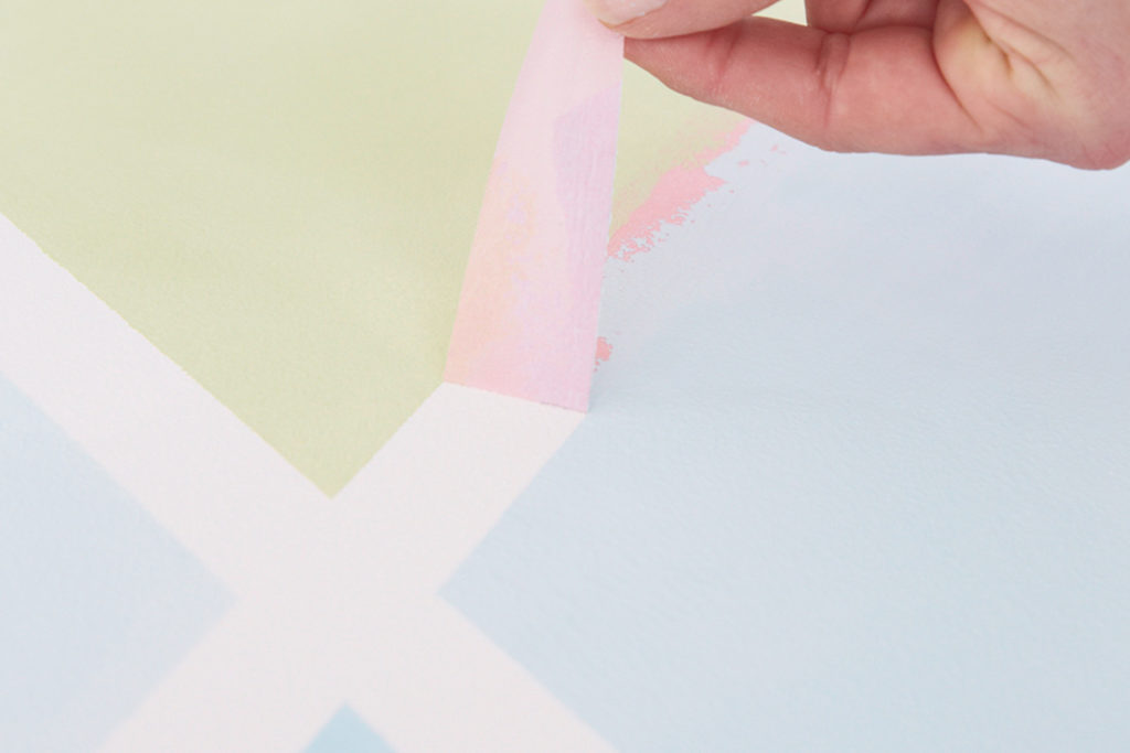 Malerband abziehen beim Magnetwand selber machen
