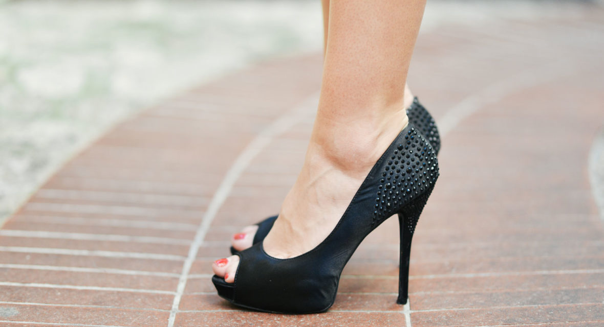 Schuh-Hacks gegen Blasen an den Füßen und rutschende Sohlen