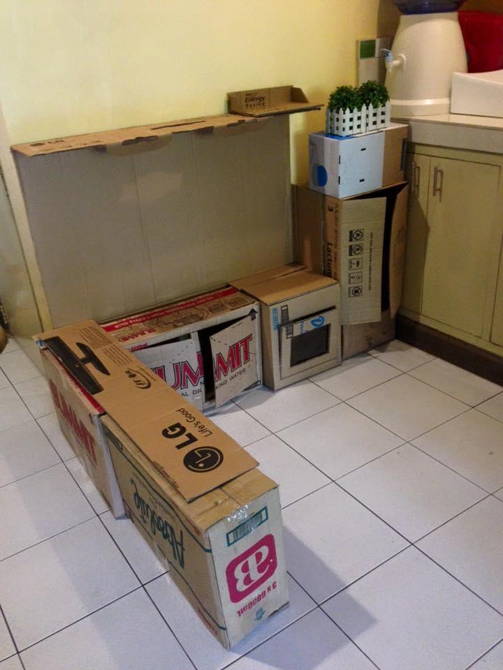 Spielküche aus Kartons vorher