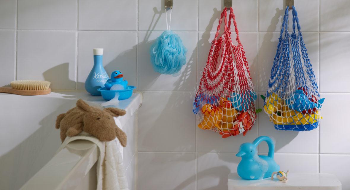 Hängende Spielzeug-Aufbewahrung sorgt für Ordnung.