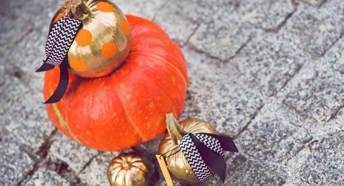 Halloween Kürbis bemalen mit Schleife
