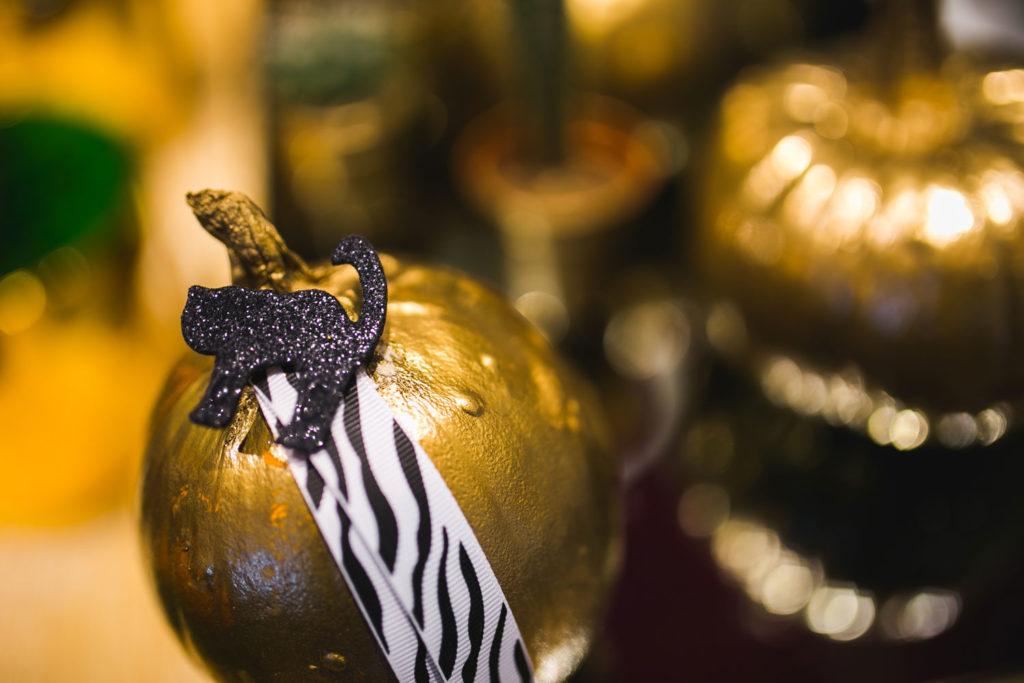 Kürbis anmalen in Gold und dekorieren