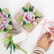 Geschenke verpacken mit Blumen und Packpapier
