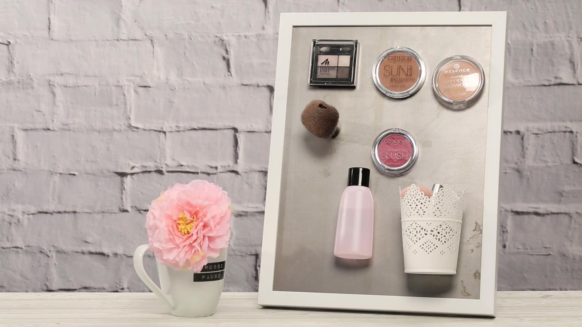 magnettafel selber machen f r deine make up aufbewahrung. Black Bedroom Furniture Sets. Home Design Ideas