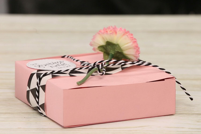 geschenkbox basteln der geburtstagskuchen bausatz. Black Bedroom Furniture Sets. Home Design Ideas
