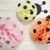 Marienkäfer basteln aus Wabenbällen