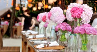 Gedeckter Tisch an Hochzeit.