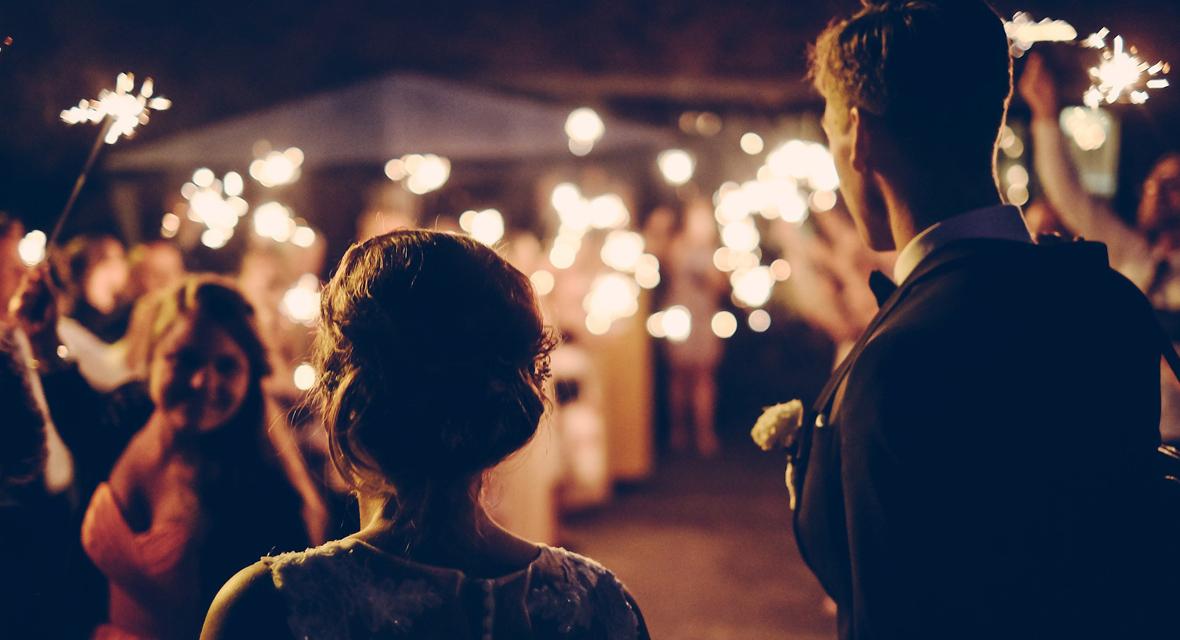 Hochzeitsfeier am Abend.