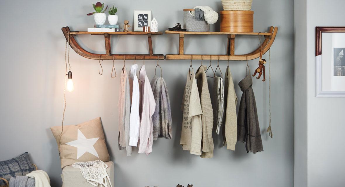Garderobe basteln aus einem Schlitten