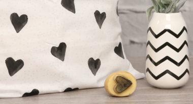 Kissen bedrucken mit einem Kartoffelstempel