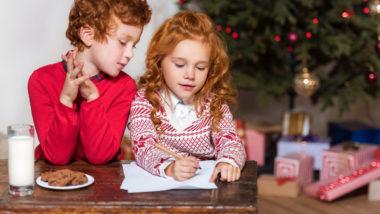 Adresse vom Weihnachtsmann: Kinder schreiben einen Brief an den Weihnachtsmann