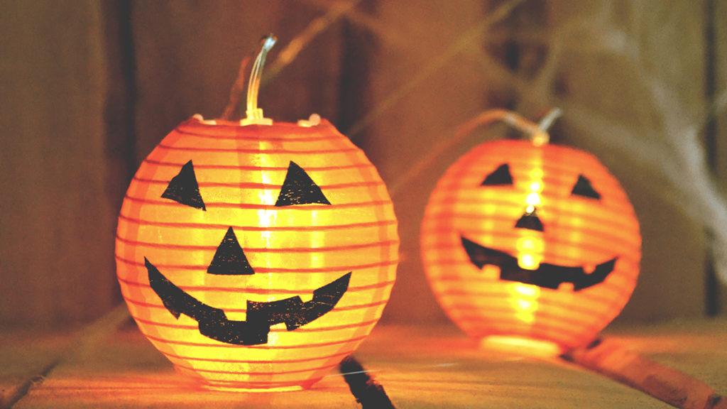 Kürbisgirlanden sind eine gruselige Alternative zu echten Halloween-Kürbissen