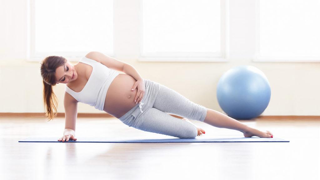 Spezielle Schwangerschaftsgymnastik bereitet den Körper auf die besonderen Herausforderungen bei einer Geburt vor.