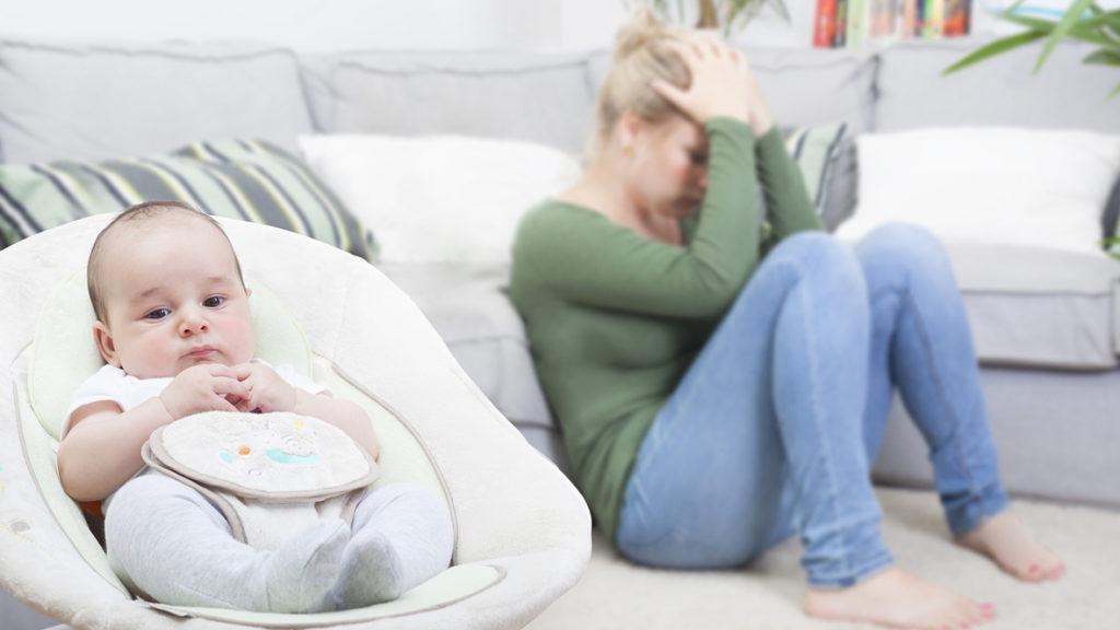 """Die starke Hormonumstellung kann zum sogenannten kurzfristigen """"Baby Blues"""", aber auch zu einer länger andauernden Depression führen. Frischgebackene Mütter sollten sich nicht scheuen Hilfe zu suchen."""