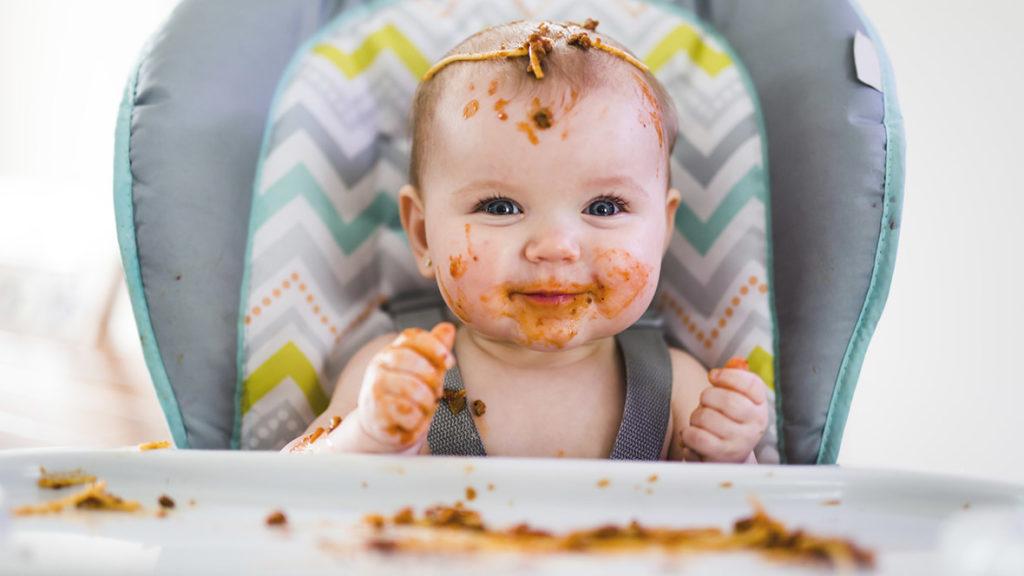 Ob groß oder klein, gegessen wird immer – allerdings machen sich Altersunterschiede auch bei den Ausgaben für Lebensmittel bemerkbar.