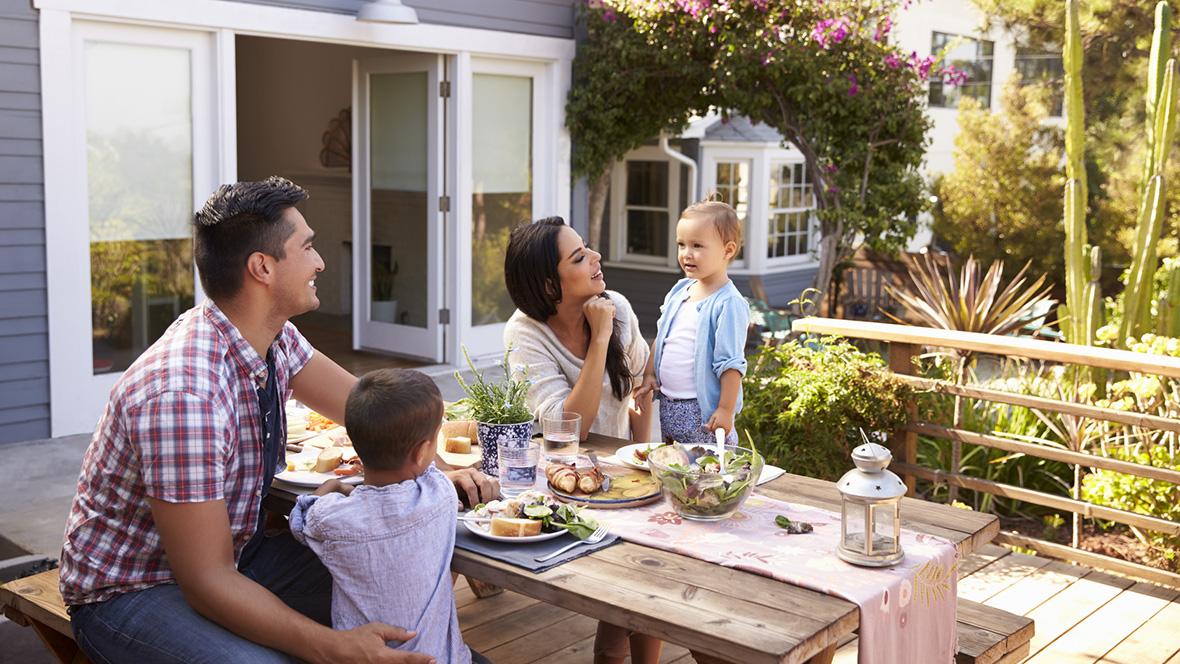 Ausreichend Platz für die Liebsten: Ein eigenes Haus steht bei vielen Familien ganz oben auf der Wunschliste