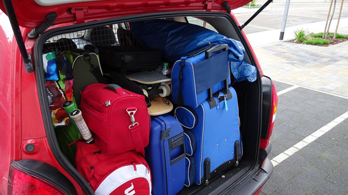 Mit dem PKW können Familien auch umfangreicheres Gepäck transportieren.