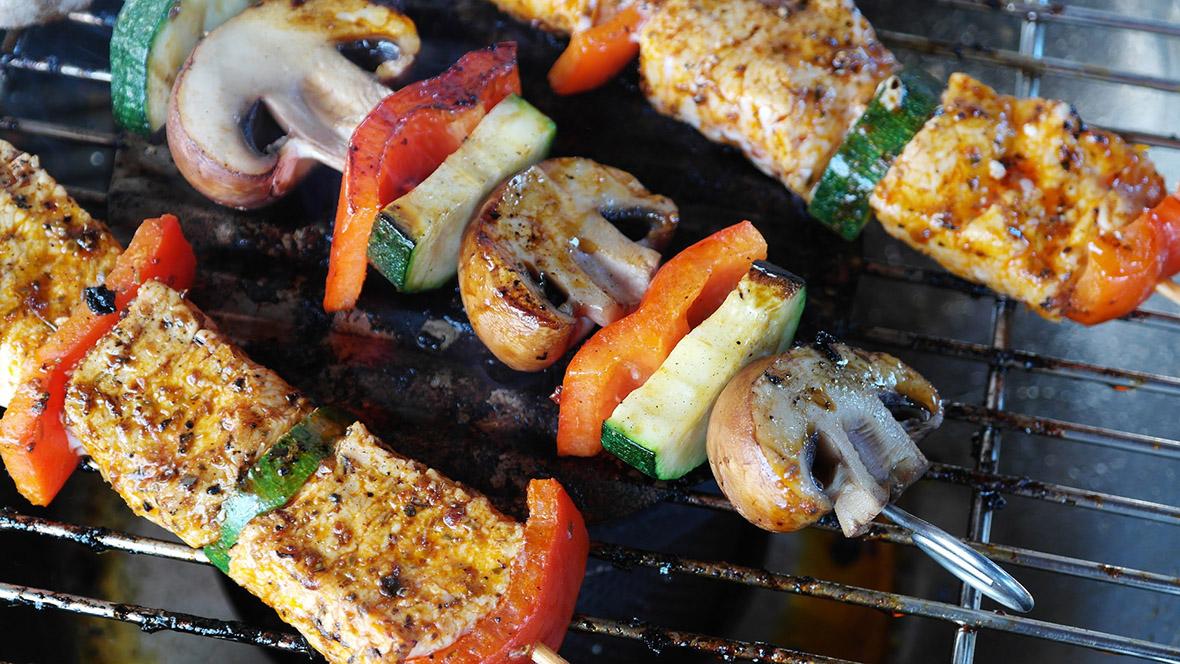 Die Mischung aus Fleisch und Gemüse bringt Farbe und Geschmack auf den Teller. Und verdeutlicht Kindern eine ausgewogene Ernährung.